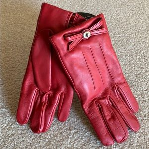 Coach Turnlock bow leather gloves